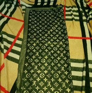 Authentic Louis Vuitton scarf black gold